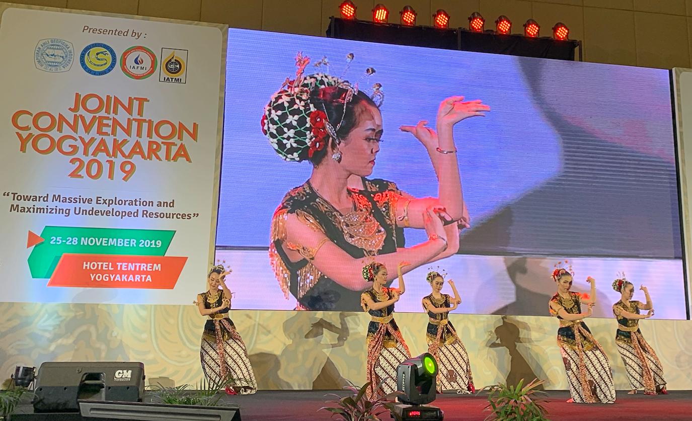 Foto 2. Tarian tradisional Yogyakarta pembukaan JCY 2019