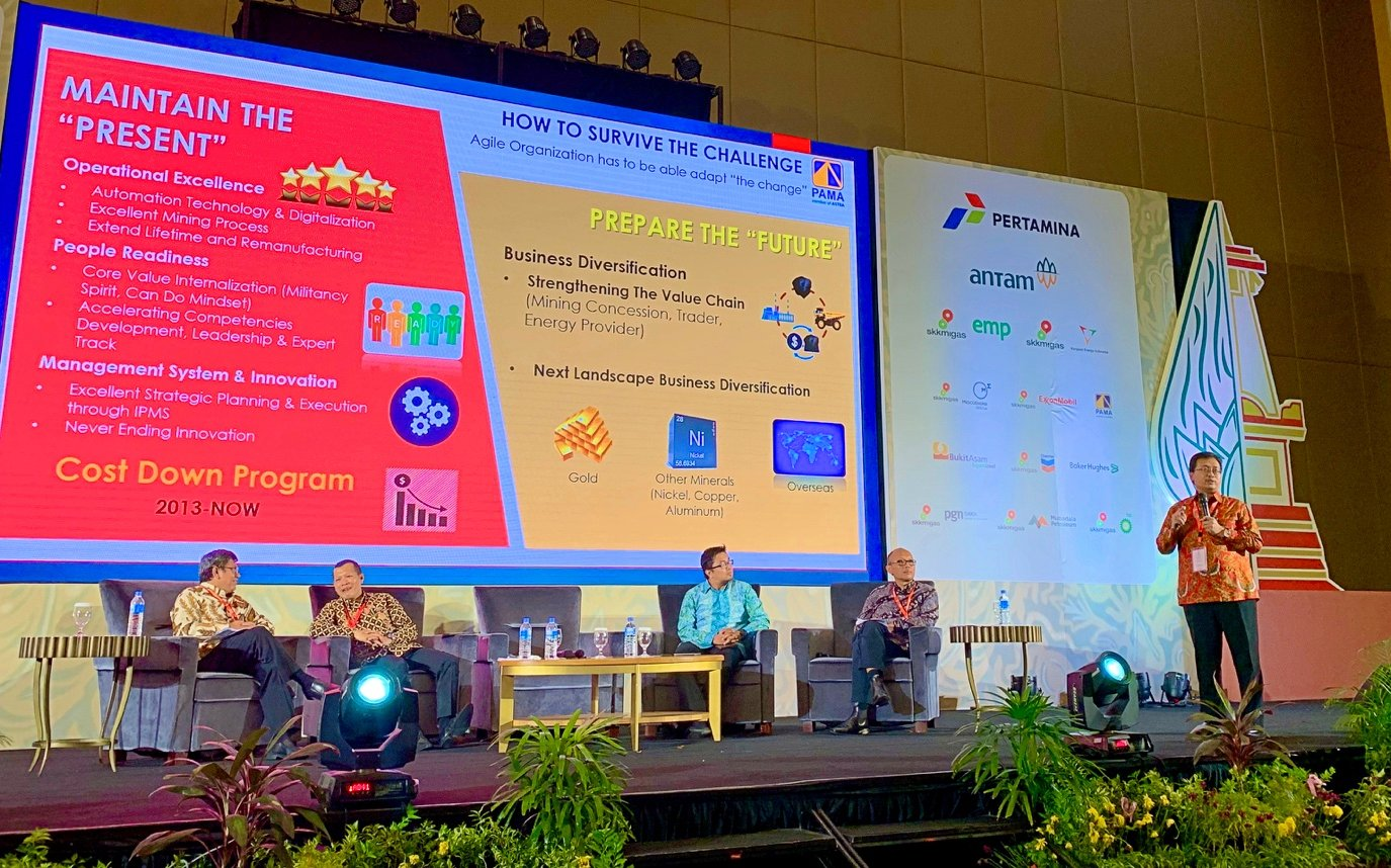 Foto 6. Diskusi Panel tentang Pertambangan Indonesia